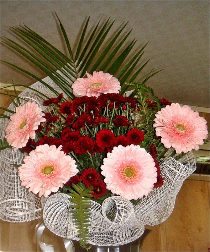Герберы и хризантемы в букете - Нина Корешкова