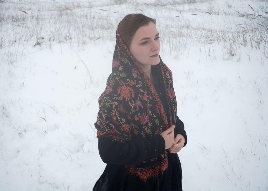В платке - Витя Ярмолинский