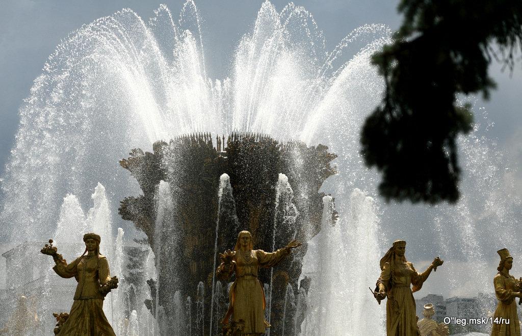 брызги знакомого фонтана - Олег Лукьянов
