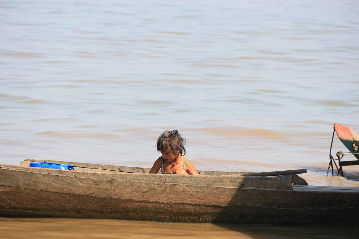 Девочка в лодке - Дмитрий Максимовский
