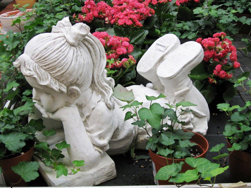 Скульптура в саду - Вера Щукина