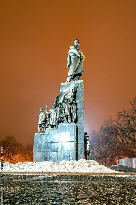 Памятник Тарасу Шевченко - Харьков - Богдан Петренко