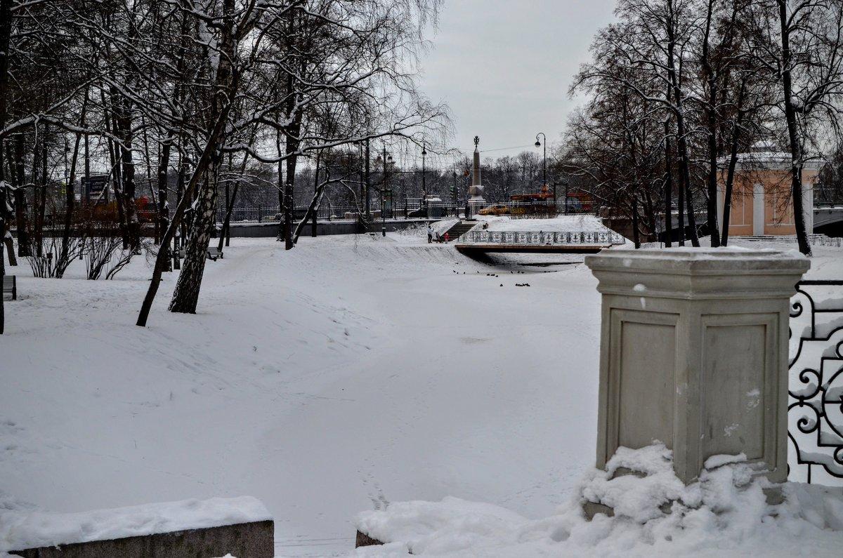 Лопухинский сад - Юрий Тихонов