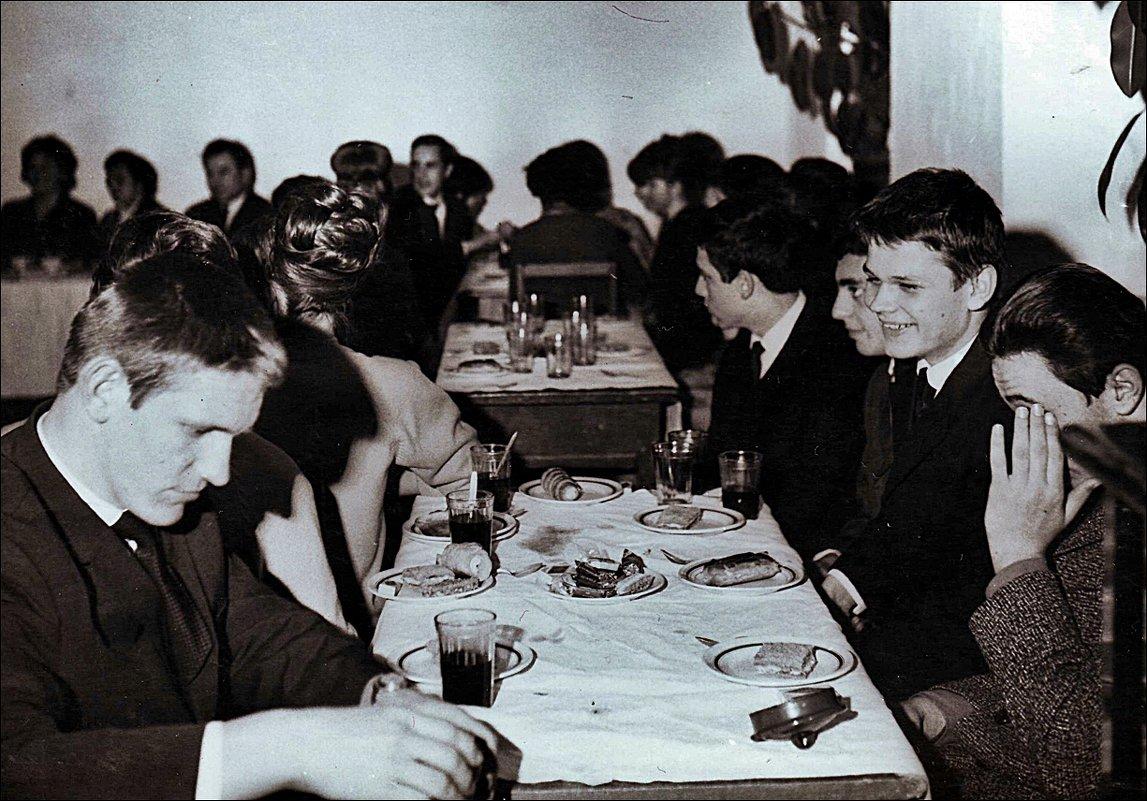 На выпускном вечере. 1966 год - Нина Корешкова