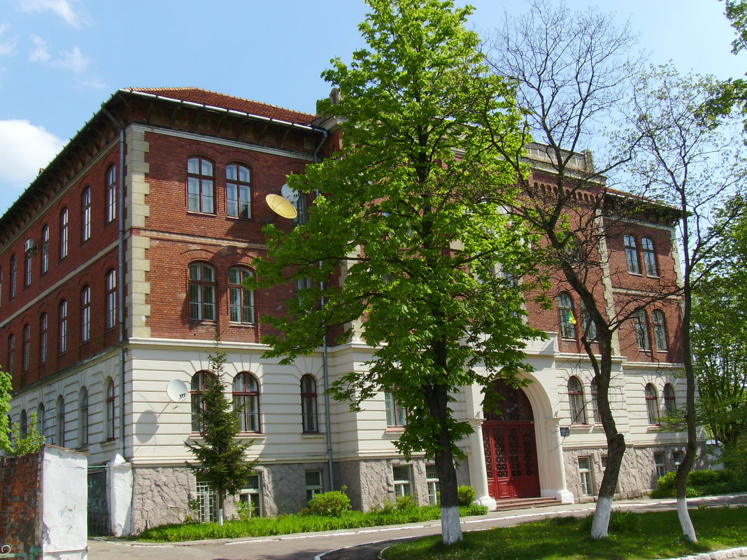 Адимнистративное  здание  в  Дрогобыче - Андрей  Васильевич Коляскин