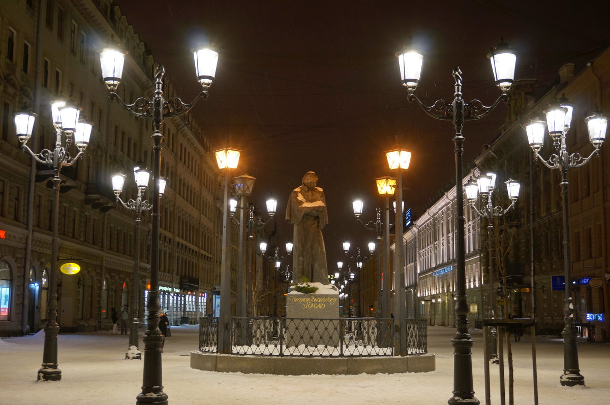 Памятник Н.В. Гоголю - Валентина Папилова