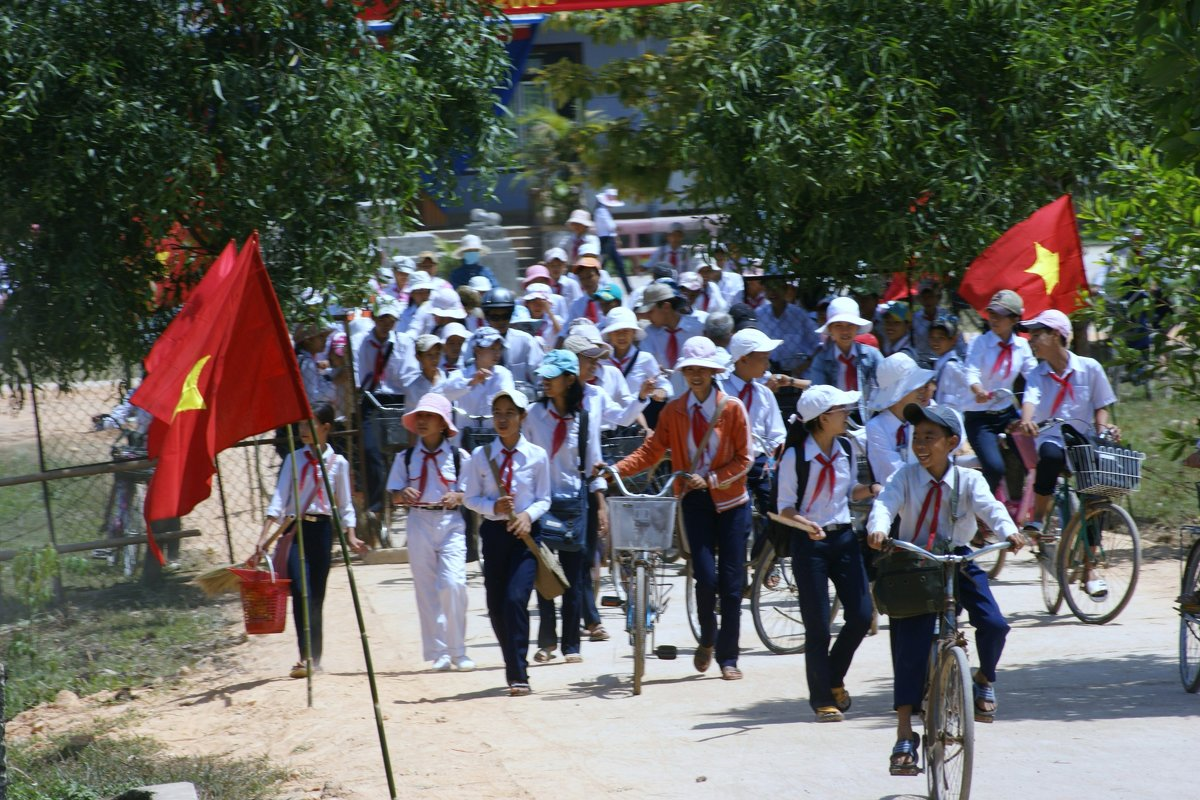Вьетнам живет при социализме - Антонина