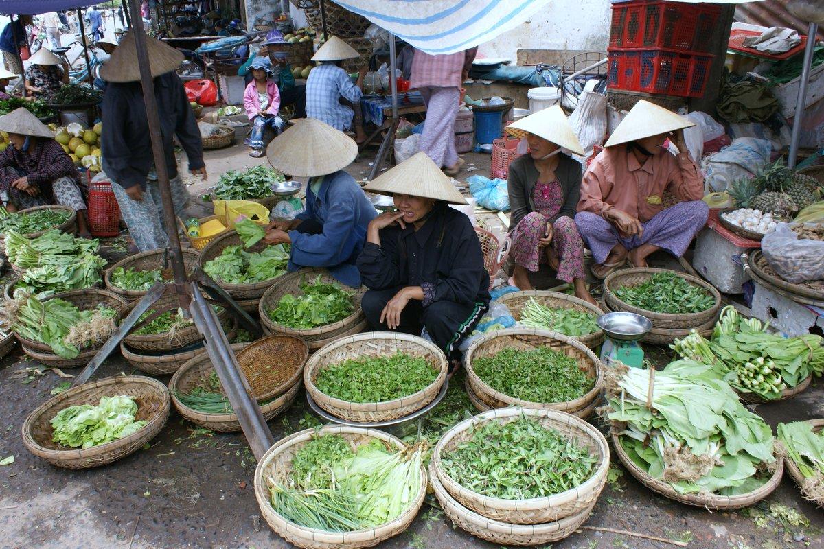 Торговля с утра до позднего вечера.Вьетнам - Антонина