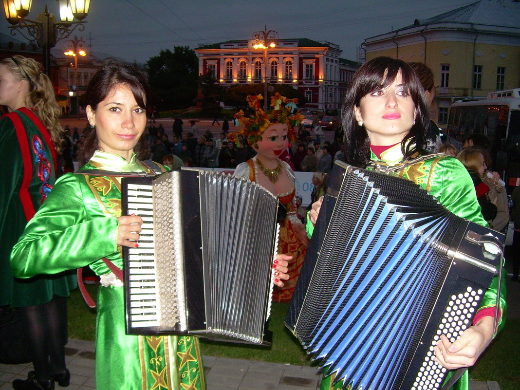 Бабье лето В Горячих ключах фестиваль, Суздаль 2008 Осетия - Олег Романенко