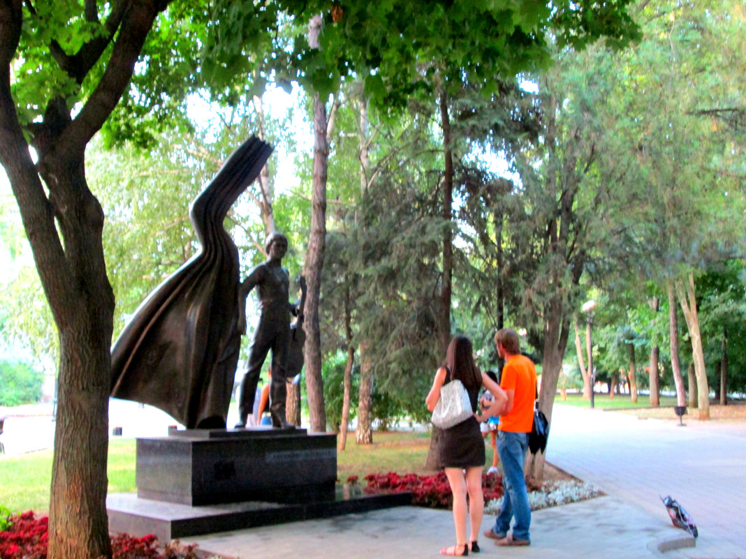 У памятника Владимиру Высоцкому... - Тамара (st.tamara)