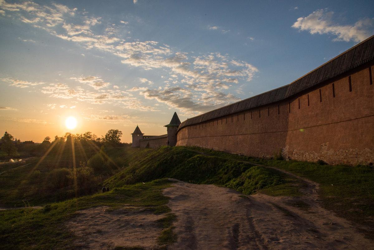 Закат у стен Суздальского мужского монастыря - Анна Салтыкова