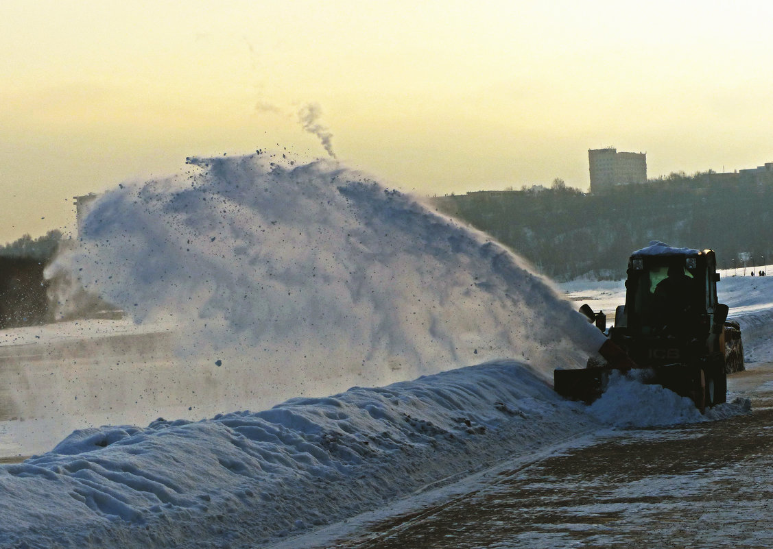 И снег летит - Александр Запылёнов