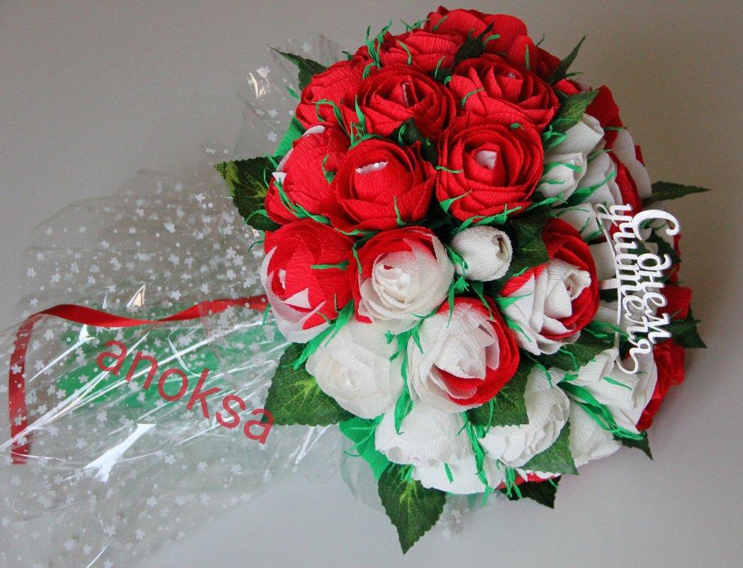 Розы из конфет и ткани своими руками 97
