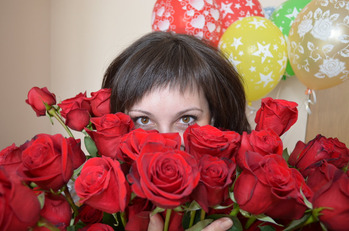 Фото девушка с букетом роз