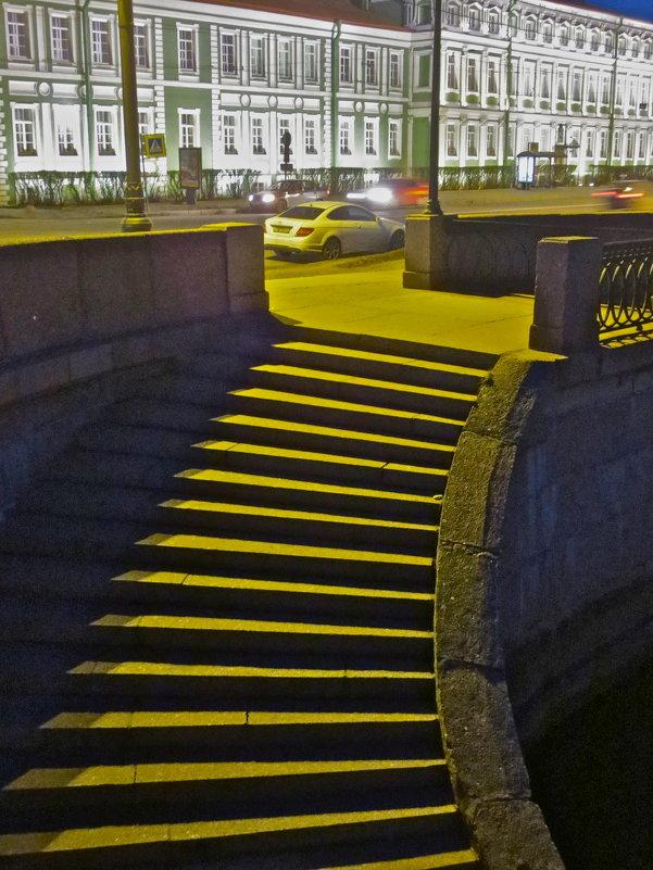 на Университетской набережной,спуск к Неве - Елена