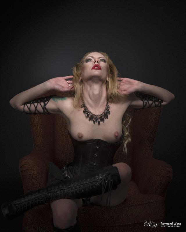 Dark Beauty - Xenia *