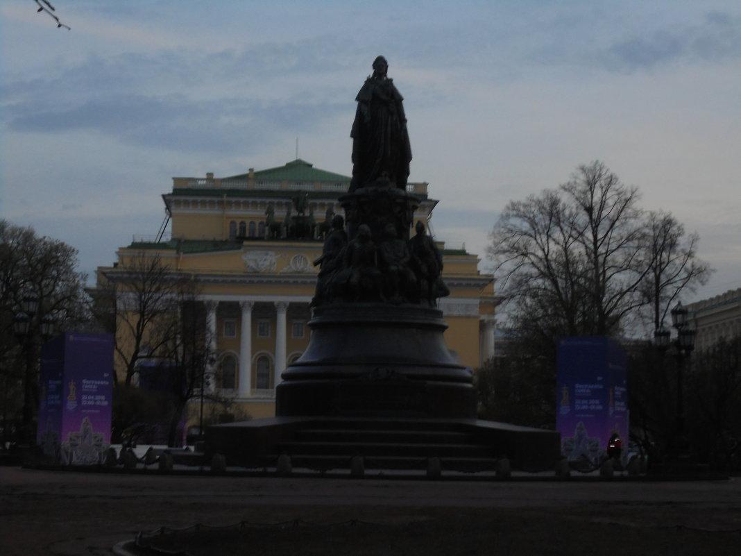 Памятник Екатерине 2 - ДС 13 Митя