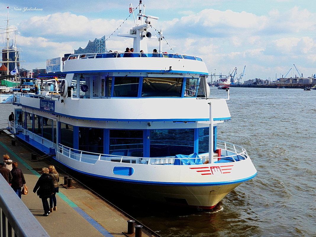 Hanse Star. Hamburg. Hafen - Nina Yudicheva