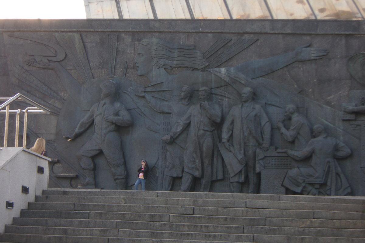 Памятник Гагарину и космонавтам - елена