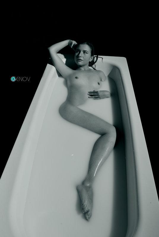 girl&milk - Павел Генов