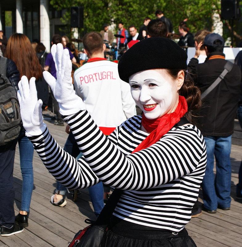 Клоун-мим вам дарит свою улыбку ! - Николай Дони