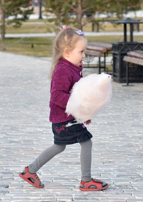 Девочка и сахарная вата. - Константин Симонов