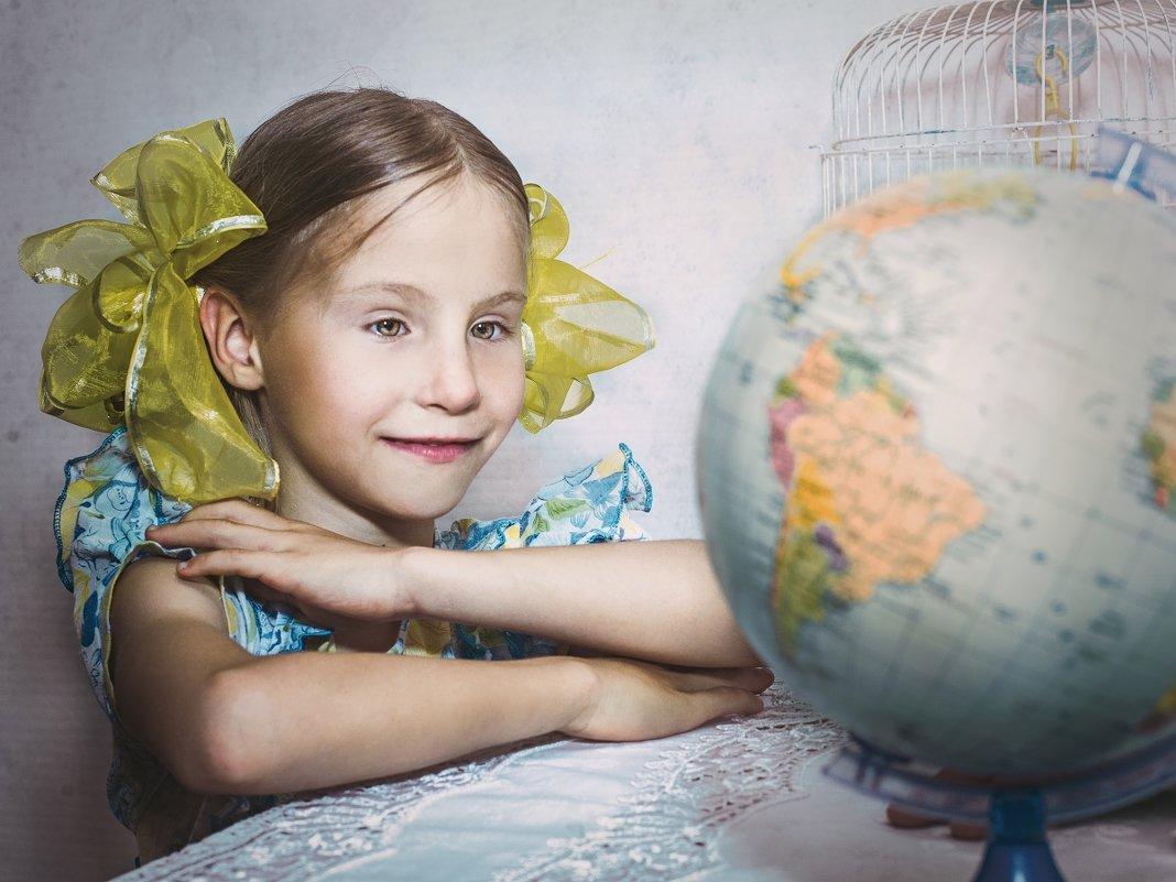 Глобус - модель Земли. - Olga Zhukova