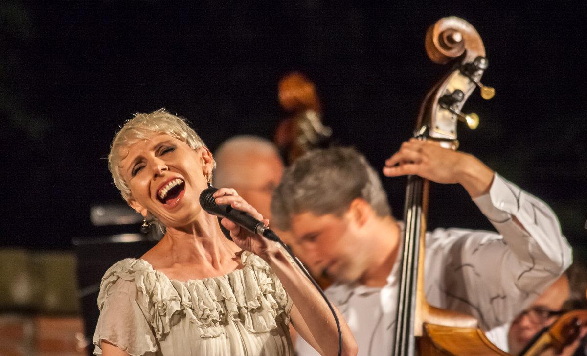 Певица - Aivaras Troščenka