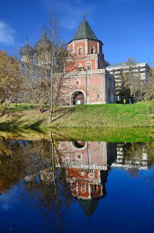 Измайловский остров, Мостовая башня, отражение - Владимир Брагилевский