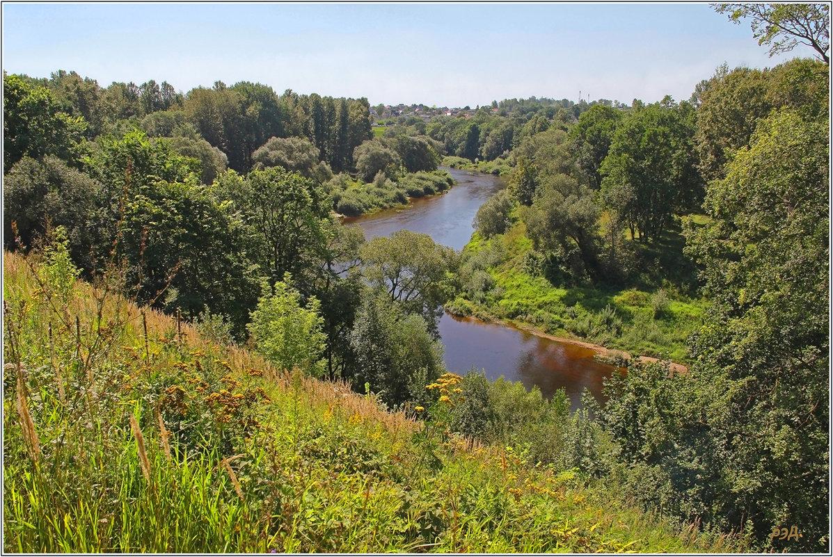 Вид на долину реки Лучеса. - Роланд Дубровский