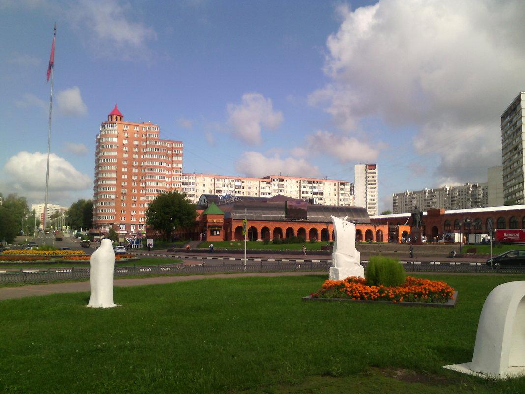 Подмосковный город Дзержинский в августе. - Ольга Кривых