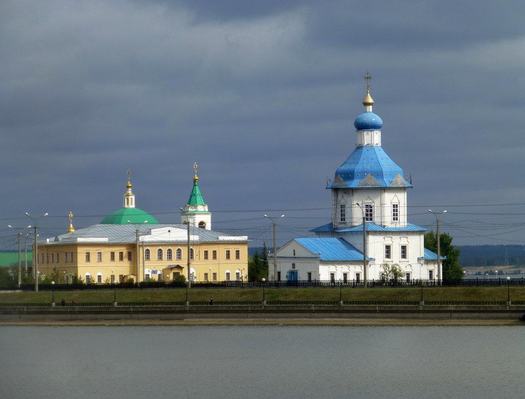 Свято-Троицкий мужской монастырь и Успенская церковь - Наиля