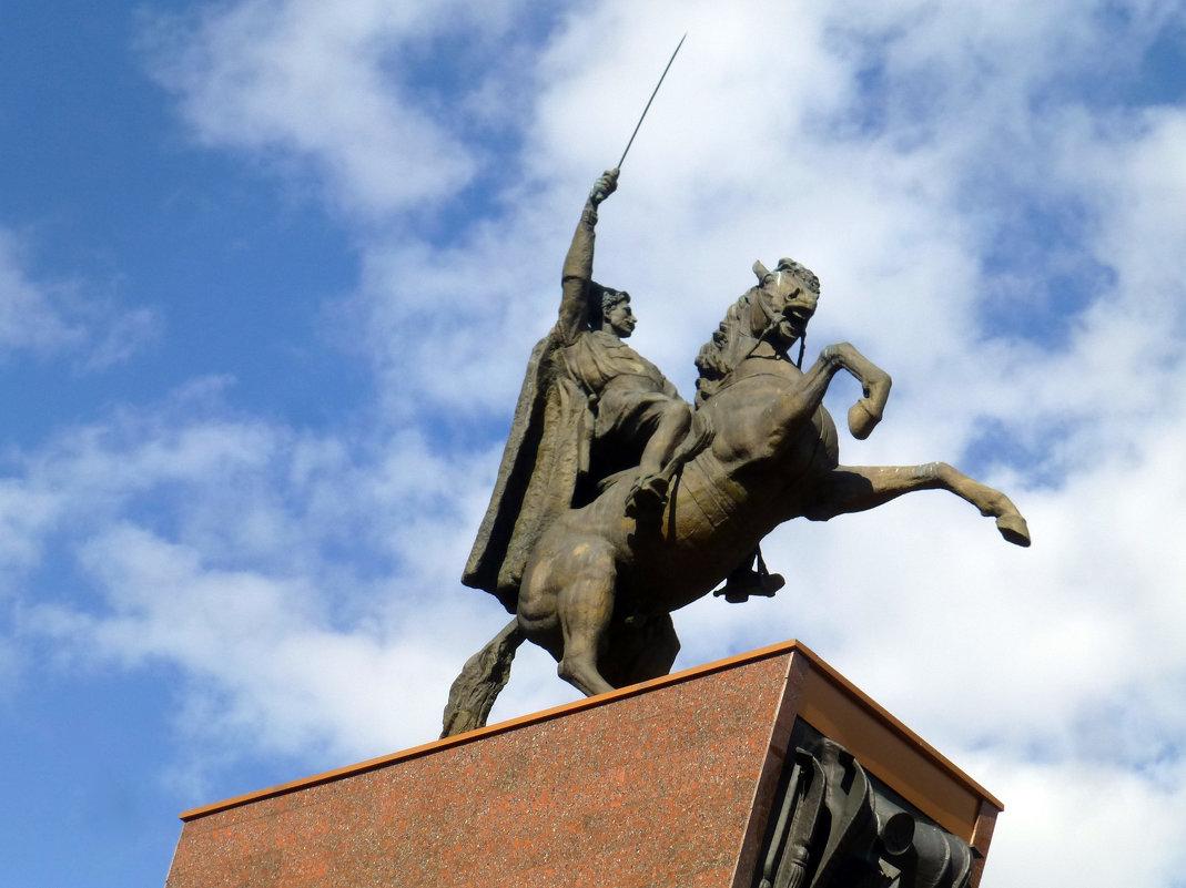 Памятник В.И. Чапаеву - Наиля