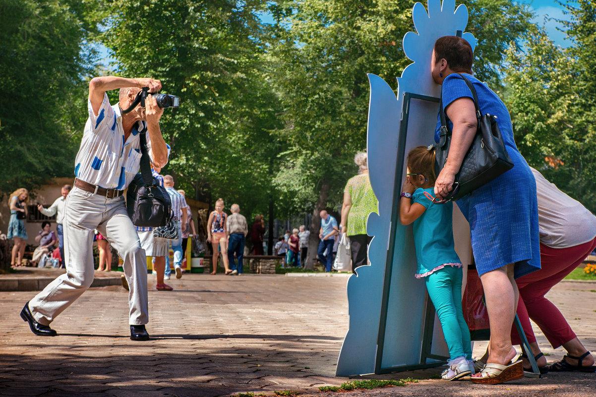 Фотография на память в летнем парке в солнечную погоду - Николай Бабухин