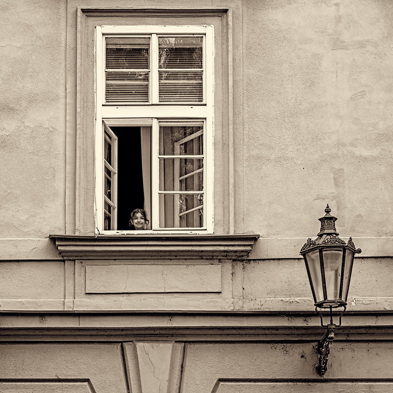 Девочка в окне - Lidiya Dmitrieva