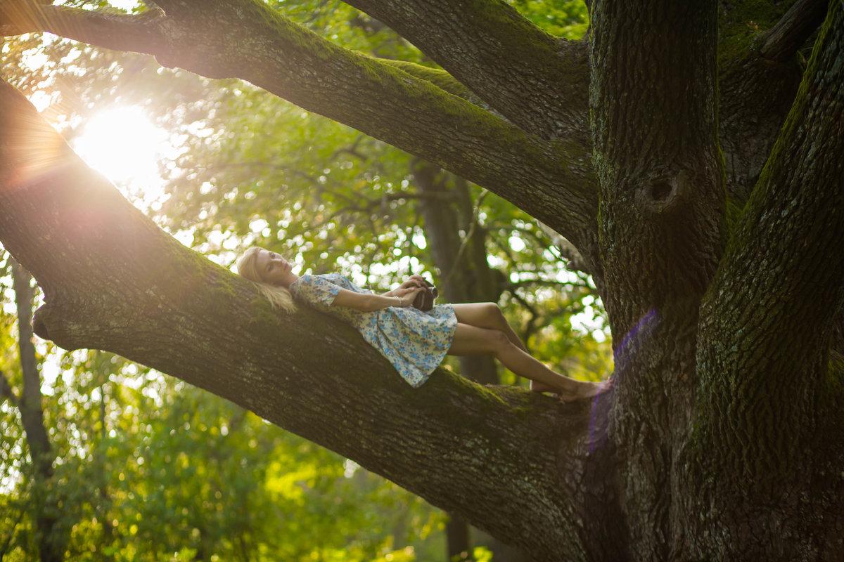 Девушка на дереве - Юлия