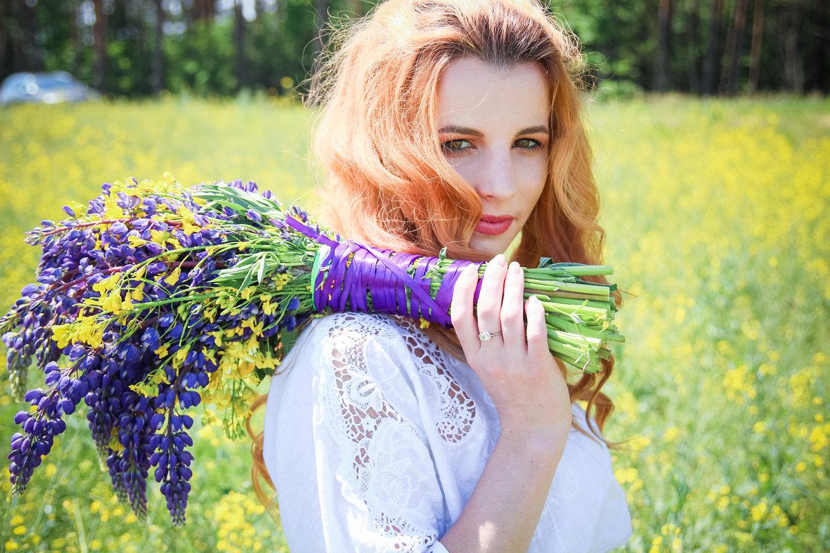 Рапсовое поле и рыжая Юлия - Екатерина Гриб