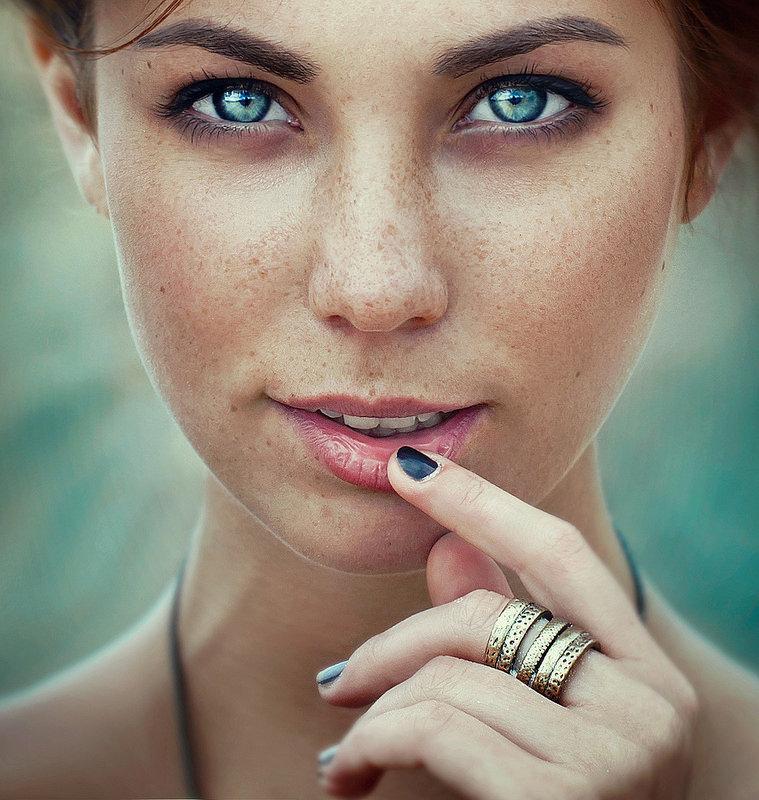 Valeria - Kerry Moore