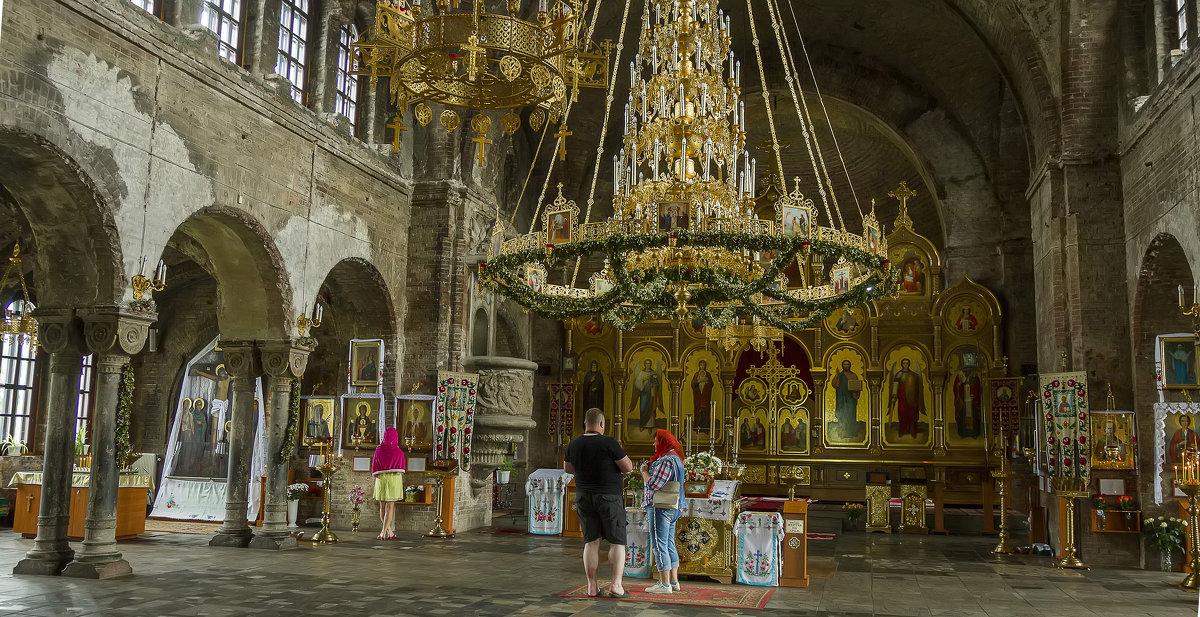 Внутри гарнизонном Свято-Николаевском храме - leo yagonen