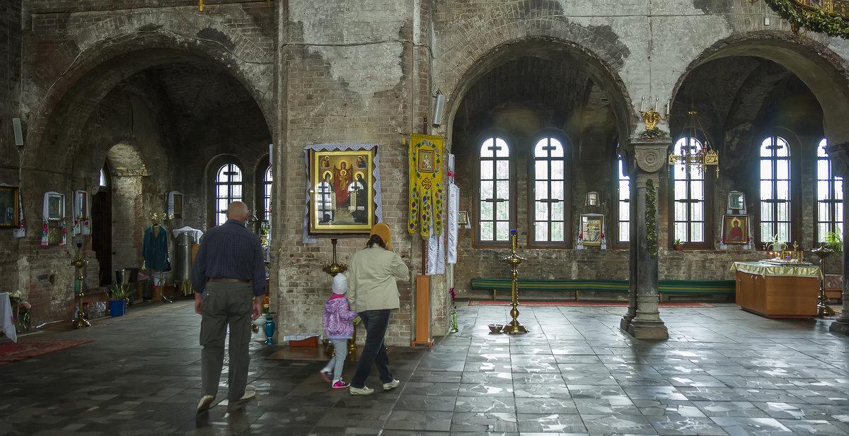Внутри гарнизонного храма Брестской крепости - leo yagonen