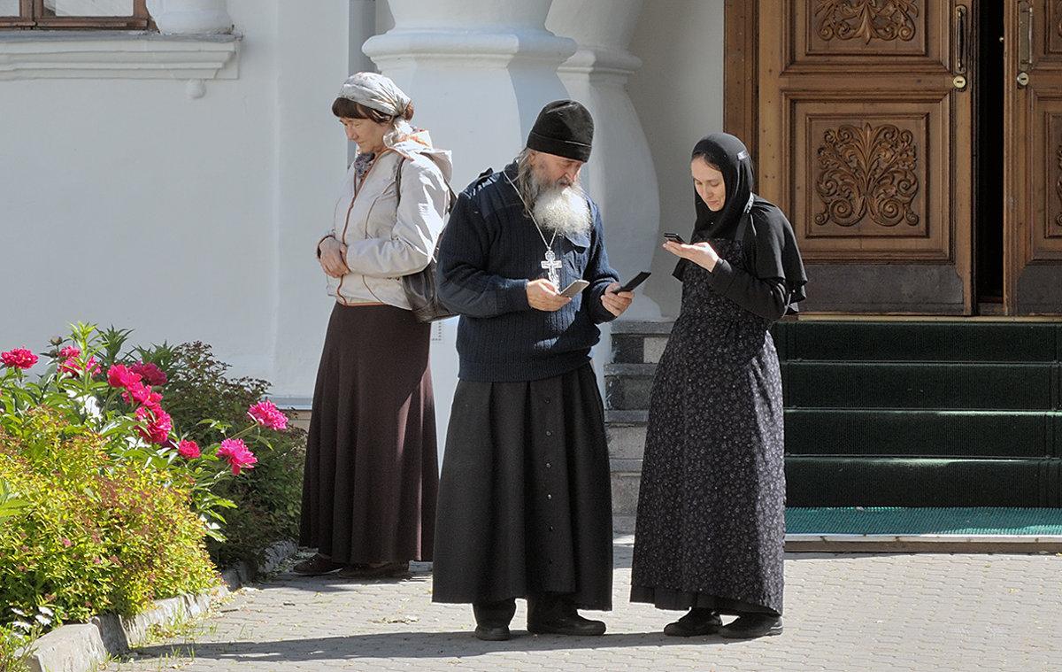 В монастыре, на связи - Николай Белавин