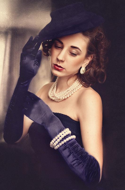 Девушка в синих перчатках. - Elena Klimova