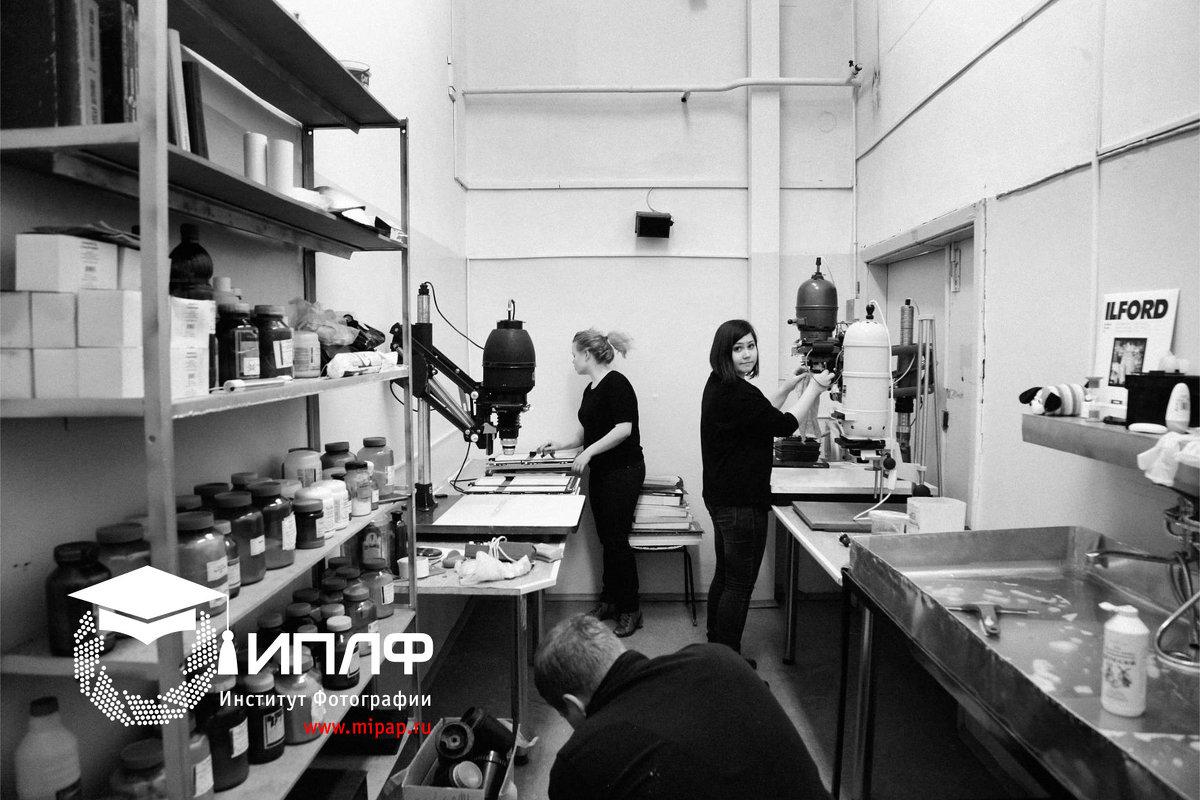 В пленочной лаборатории Института Фотографии. - Институт Профессиональной и Любительской Фотографии Прудников