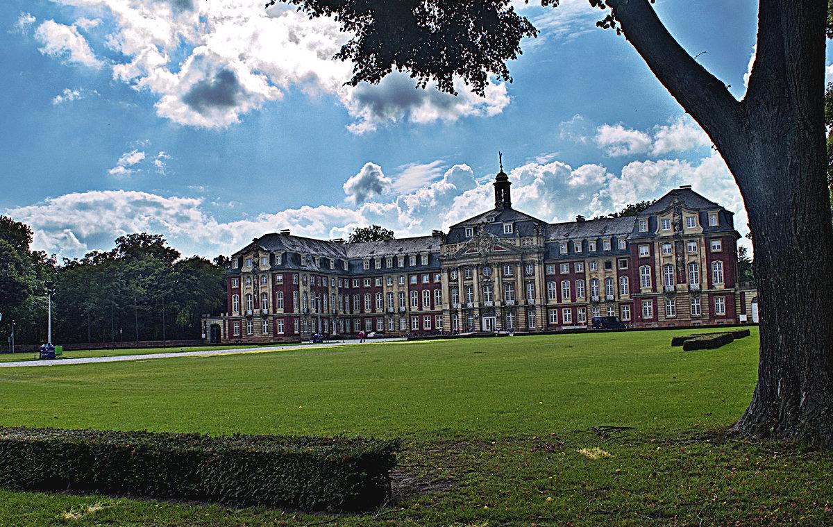 Здание Вествальского университета в городе мюнстер - Константин Тимченко