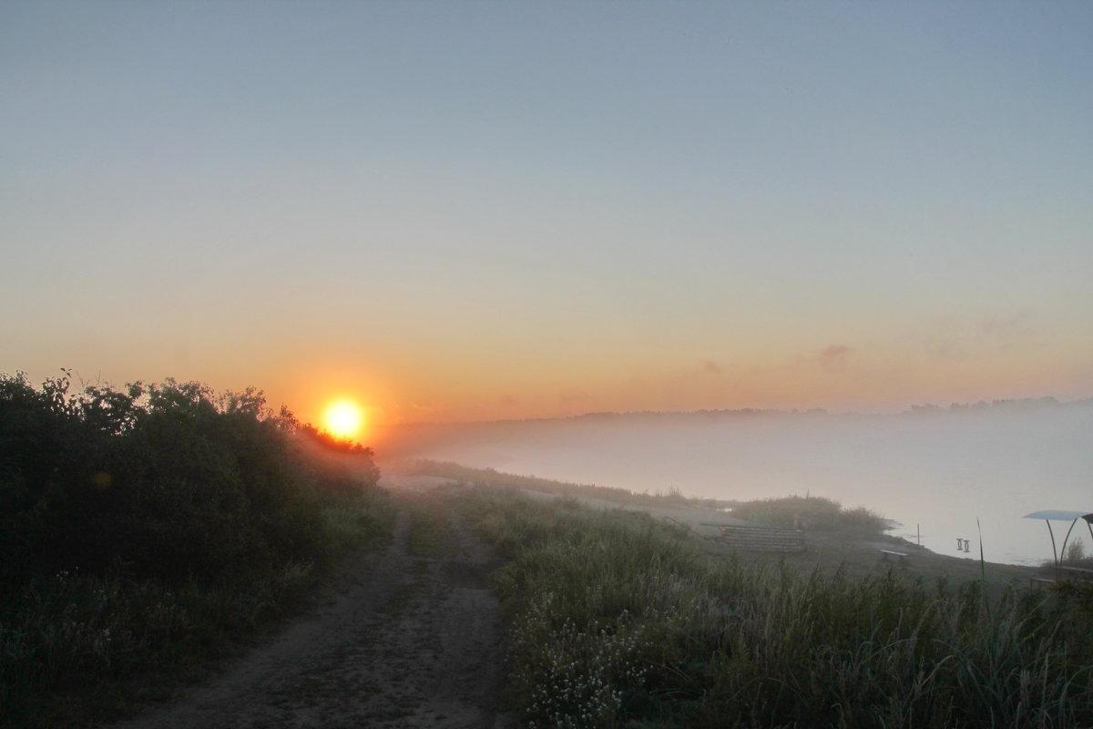 Восход на озере Горьком в тумане. - Олег Афанасьевич Сергеев
