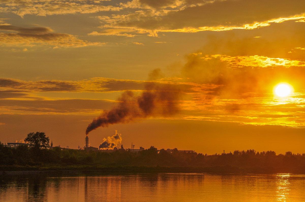 Закат над прибрежным городком - Сергей Тагиров
