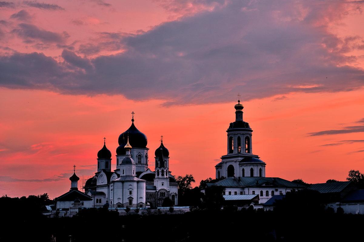 Свято-Боголюбский женский монастырь. - АЛЕКСАНДР СУВОРОВ