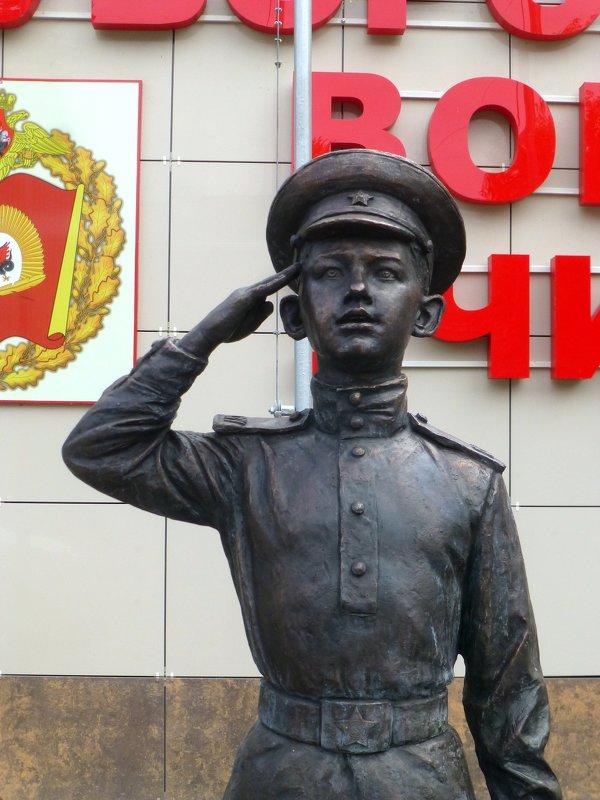 Памятник суворовцу - Наиля