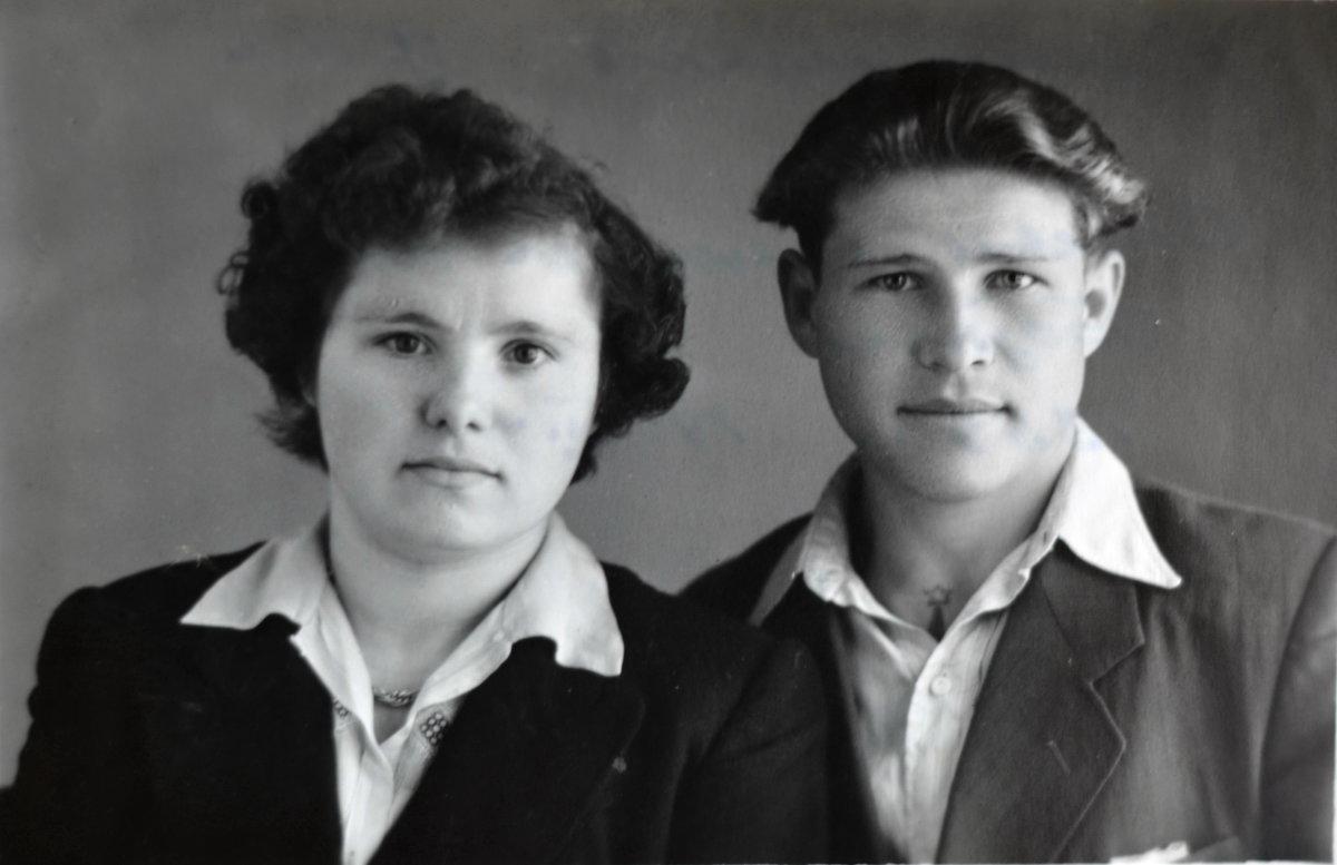 Брат отца с супругой - Михаил Радин