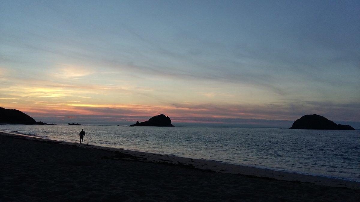 Фотограф на закатном пляже. - Лилия Дмитриева